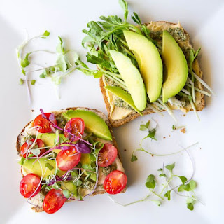 Avocado and sprout sandwich for weight loss