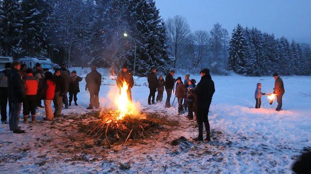 Eulenburg Osterfeuer im Schnee