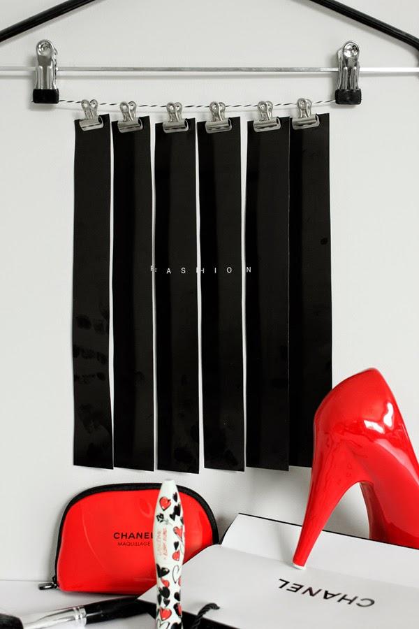 diy, svart vitt och rött, göra med bilder, chanel papperspåse, lancome mascara, snygg förpackning, fashion, svarta, svartvitt, rött, röda, röda pumps, högklackade skor, chanel, chanel liten väska, väskor,