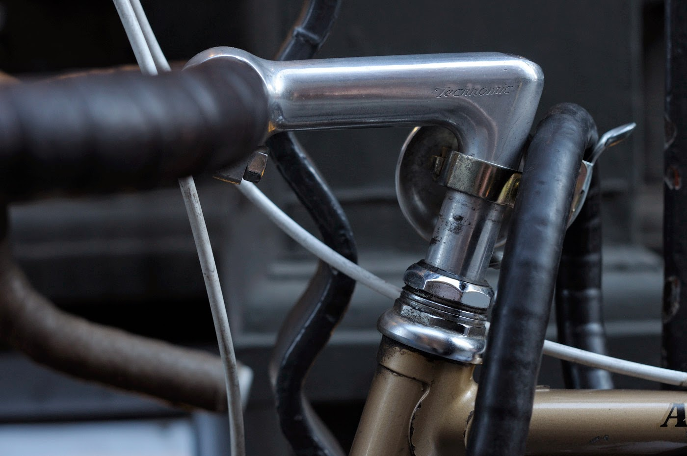 Bespoke, vintage, custom, Tim Macauley, The Biketorialist, The Light Monkey Collective, Melbourne, flinders lane, bicycle, road bike, Apollo, bike, setup, shimano, 600, groupset, technotronic, headstem, headset