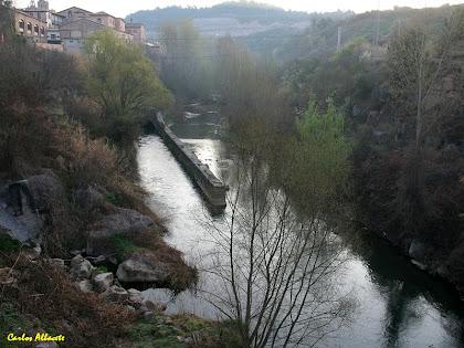 El canal de sortida de Cal Pons des del pont del Llobregat. Autor: Carlos Albacete