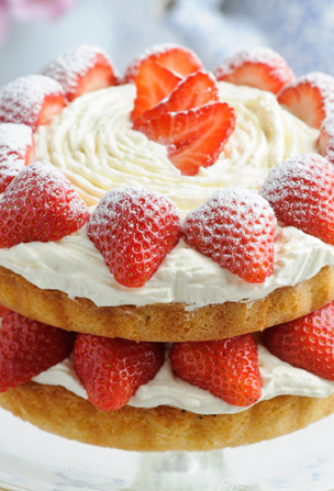 Victoria Sponge with Strawberries & Whipped Cream