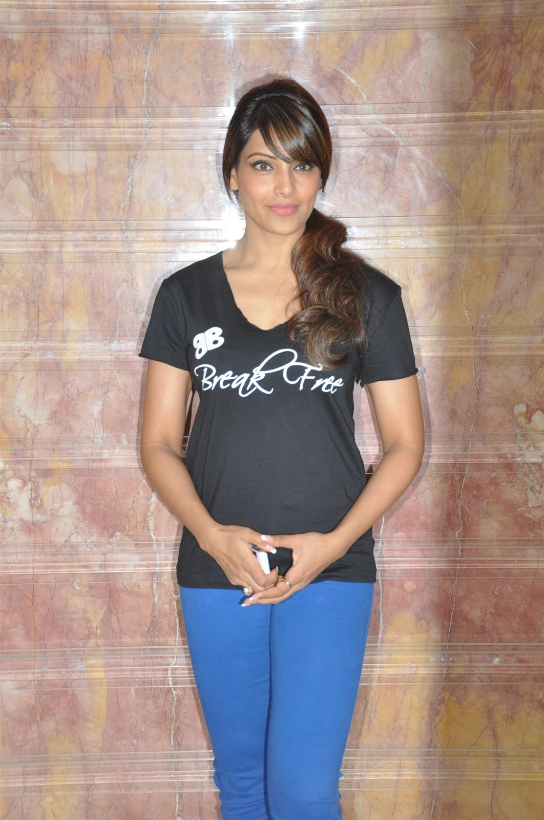 Bipasha Basu at Her DVD Break Free Event at Radio City FM Studio ...