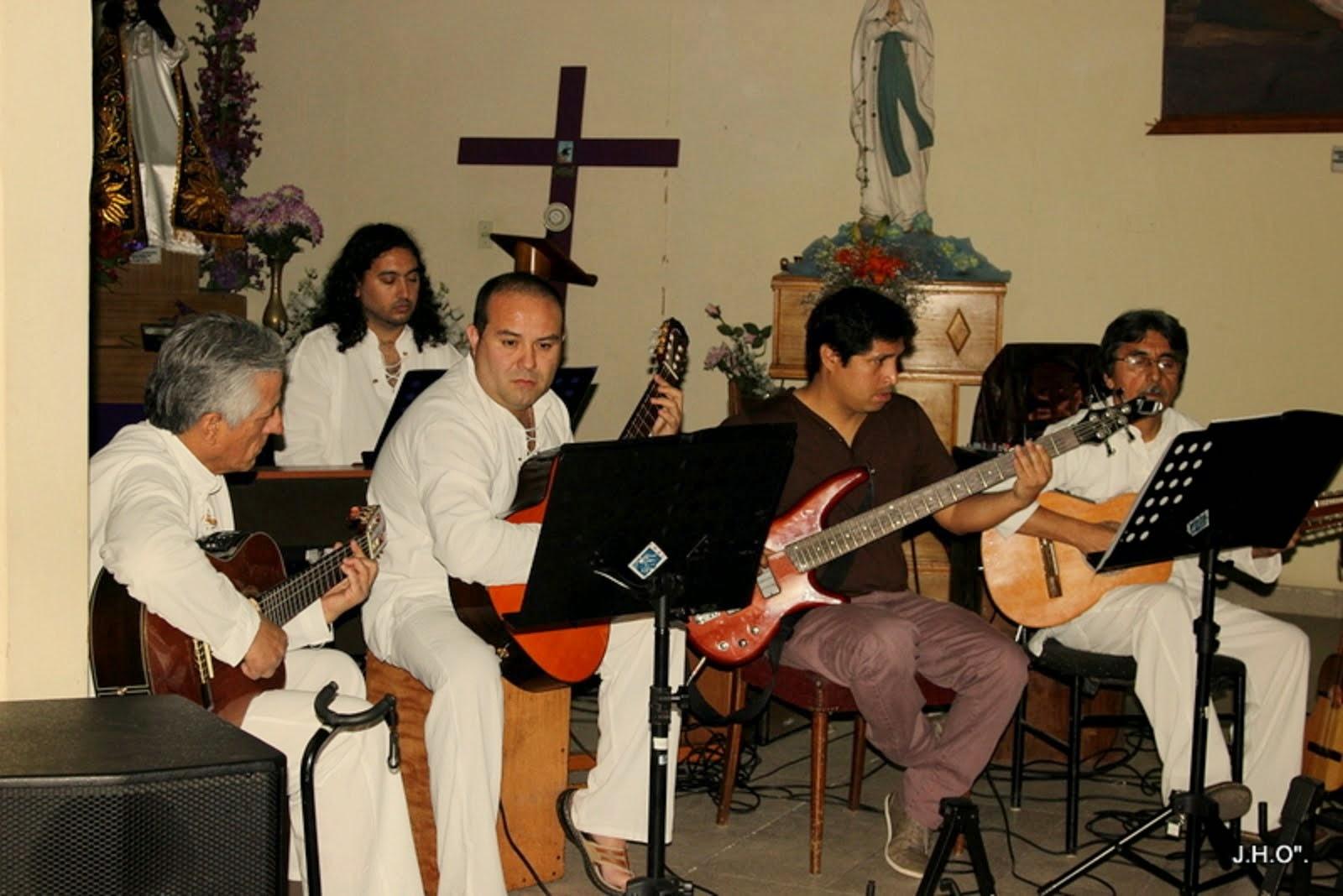 GRUPO  AMERICANTO  Y FELIPE SALDES EN EL PIANO