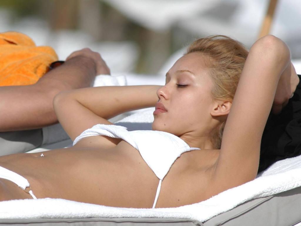 http://4.bp.blogspot.com/-jJ-H_065ykc/T2IndVeWqoI/AAAAAAAAAmQ/fgPYZ-sRHe8/s1600/+Jessica-Alba-naughty-hot-shot+(4).JPG