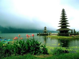 Tempat Lokasi Wisata Menarik Di Bali - Wisata Danau Bedugul & Pura