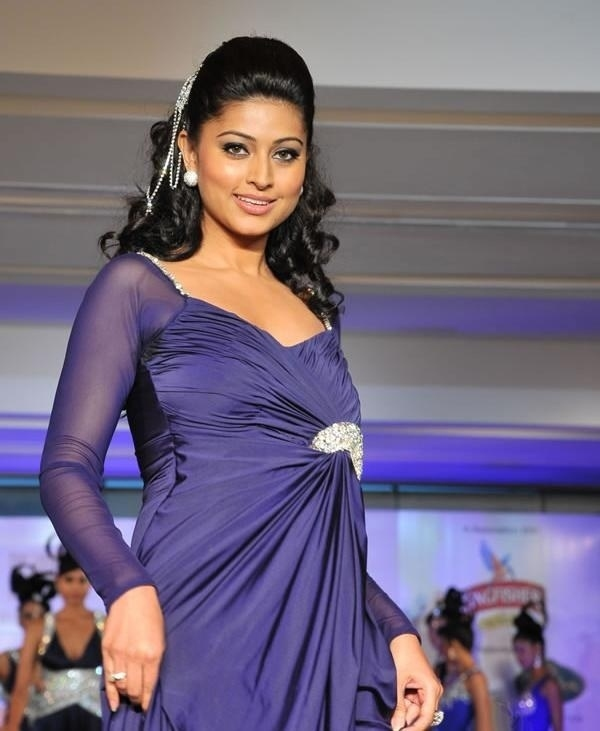 Actress Sneha Gallery glamour images
