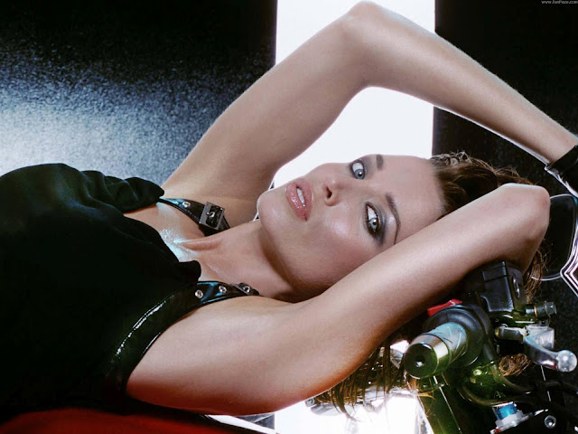 Dannii Minogue HD Wallpaper -01
