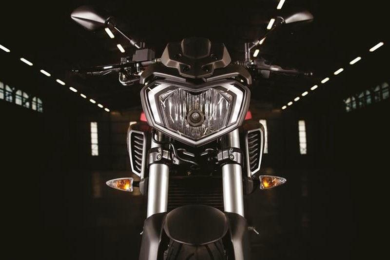 Tidak untuk pasar Indonesia . . Yamaha Eropa resmi rilis Yamaha MT 125 si versi naked dari Yamaha YZF R125 . .