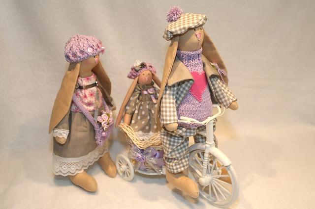 Интерьерная композиция из текстильных зайцев ручной работы для уюта в доме