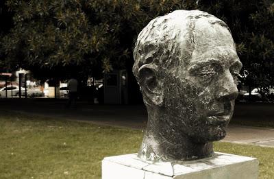 Plaza Lavalle - Busto de Carlos Lopez Buchardo, autor: José Fioravanti