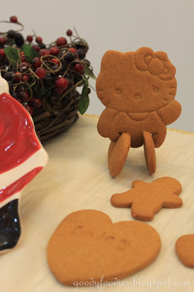 GoodyFoodies: Recipe: Gingerbread Man + Hello Kitty Biscuits