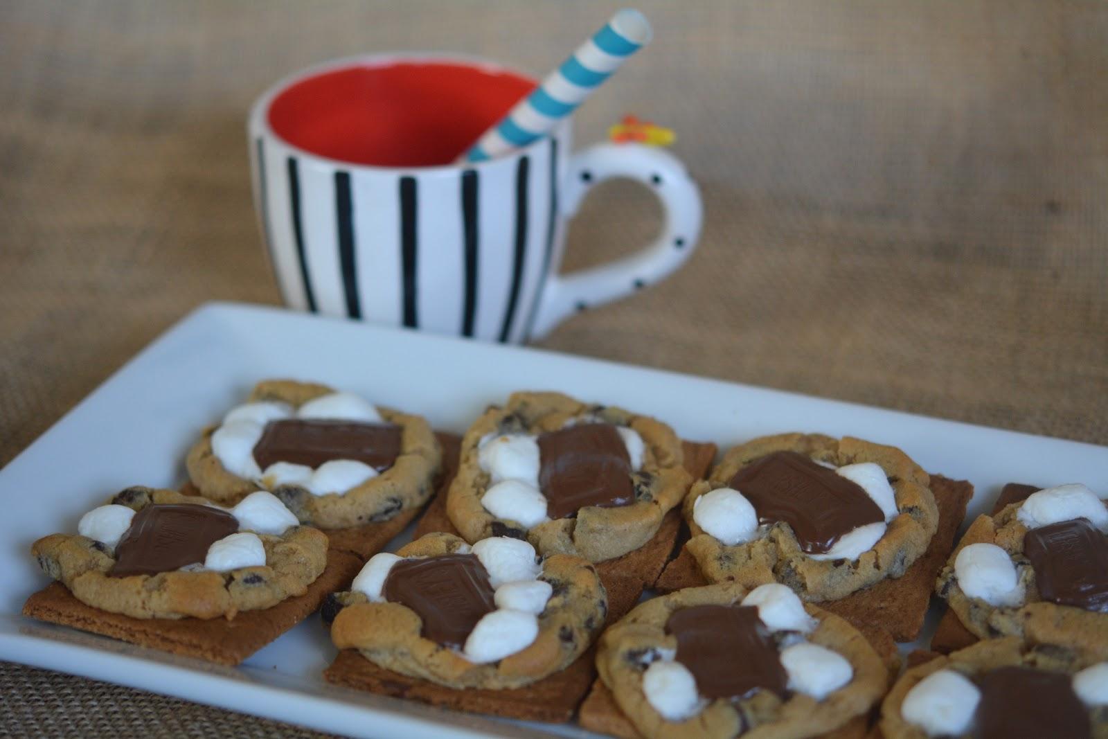 S\'MOOKIE COOKIES BAKED ON GRAHAM CRACKERS - Hugs and Cookies XOXO