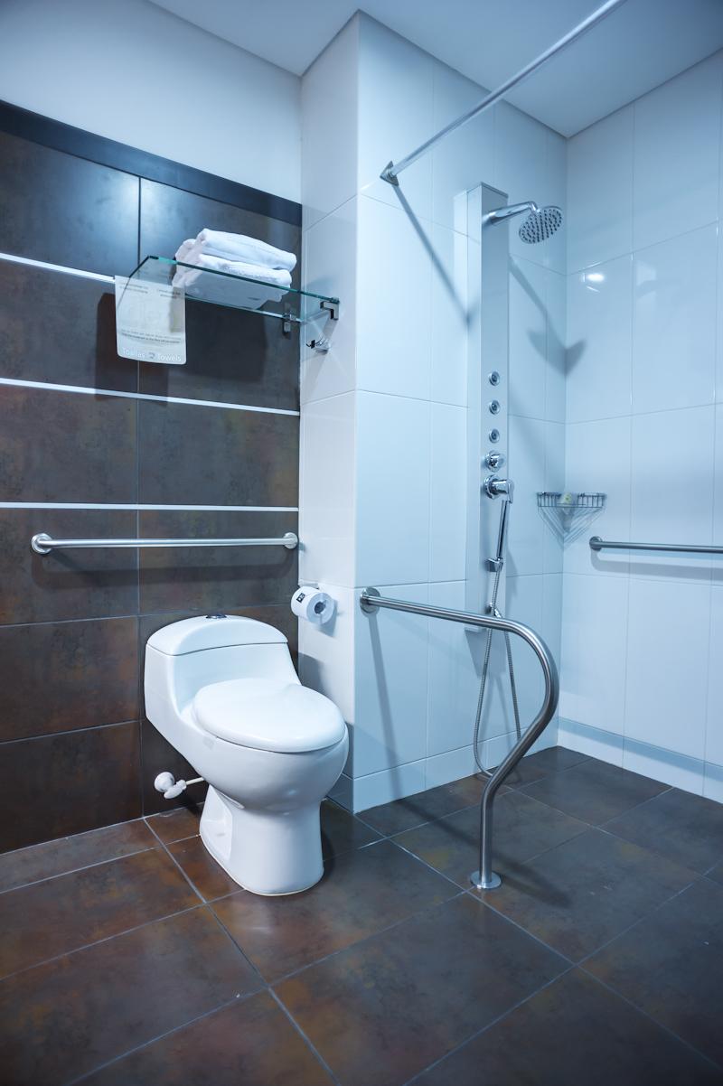 Baño Discapacitados Bloque:Corona Mejora tu Vida: 10 Hotel, una propuesta muy colombiana