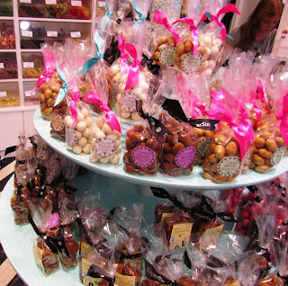 sugar sin, gifts, presents, sweets, candy, chocolate, milk and white, pretty design, tasty, pink ribbon, quality, old fashioned