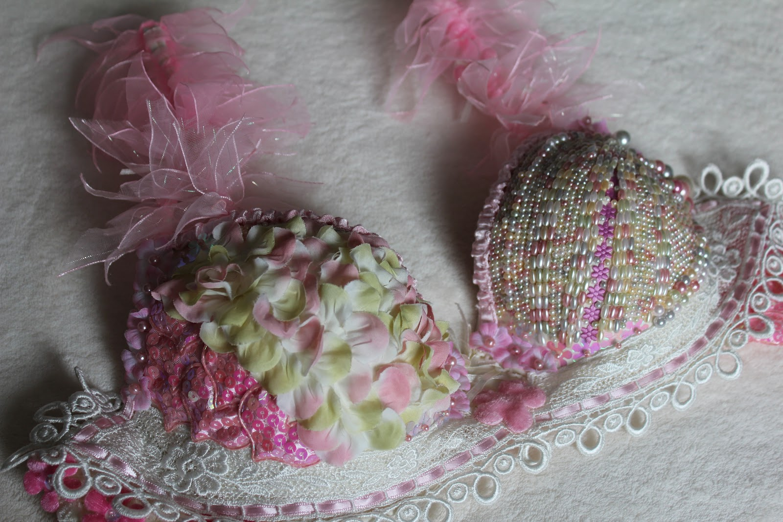 Decorated Bras http://northernlightscrafts.blogspot.com/2012/03/bra-i-decorated-for-bras-for-cause.html