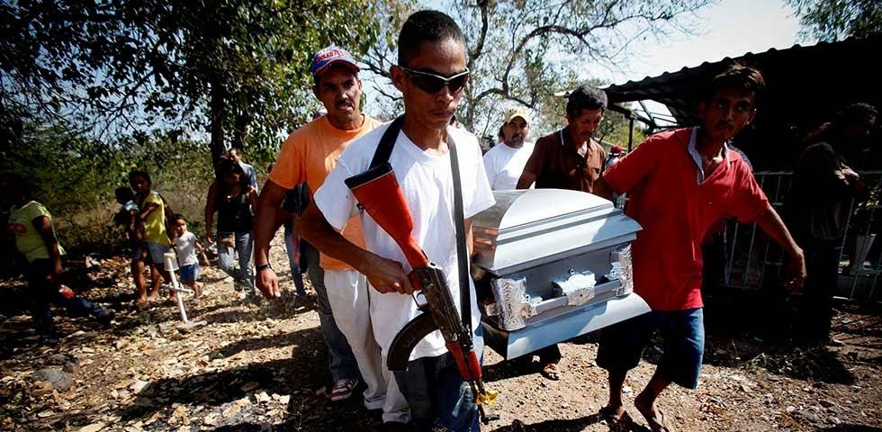 Michoacan Bajo Fuego.  Fotogaleria.  Las Victimas de Paracuaro 05