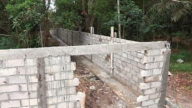 Construction du mur de l'enclos principal