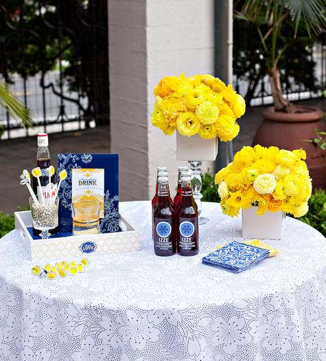 decoracao azul royal e amarelo casamento:ART&CO.: DECORAÇÃO AZUL ROYAL E AMARELO OURO
