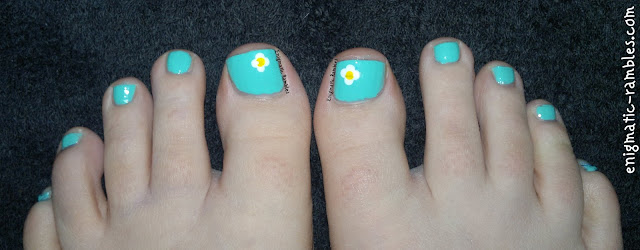springtime-pedicure-daisies-daisy-nails-toes-toesday-barry-m-greenberry-matt-white-collection-2000-sherbet-lemon