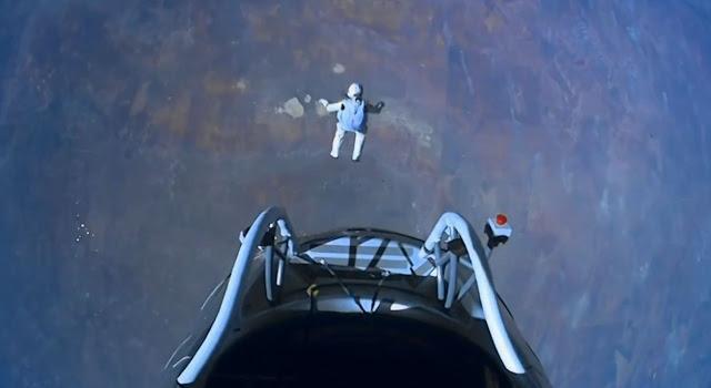 Felix Baumgartner en caída libre.