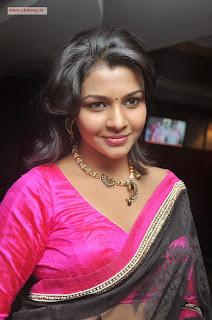 Retta-Vaalu-Heroine-Saranya-Nag-Stills