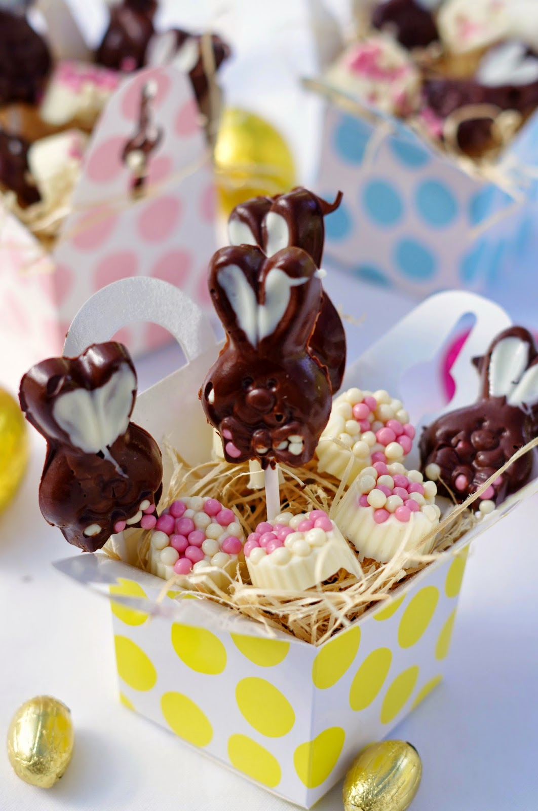 Easter-bunny- chocolate-pops