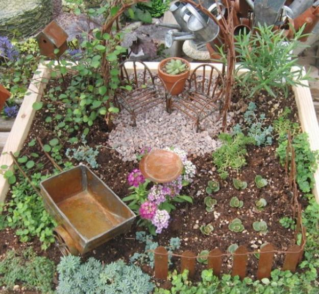 How to recycle miniature fairy garden designs for Tiny garden ideas
