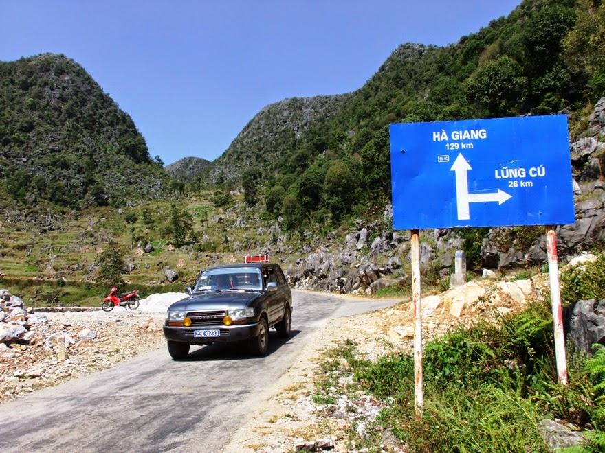 Ngã ba lối đi cột cờ Lũng Cú