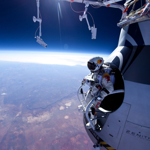 Watch Live Austrian Space Skydive 2012 Online Video Stream