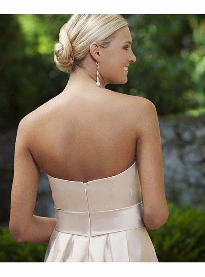 Vestido de Saten con Falda hasta las Rodillas, Cinturon Ancho y Pliegues Verticales