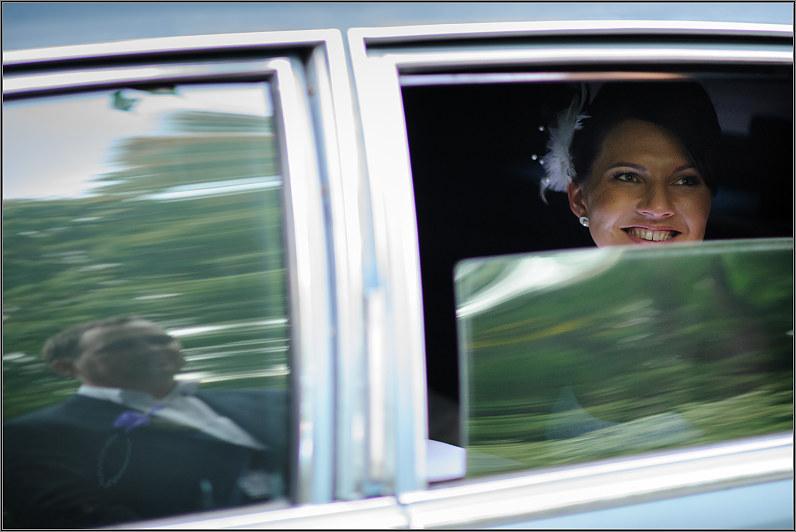 vestuvinė fotosesija automonilyje