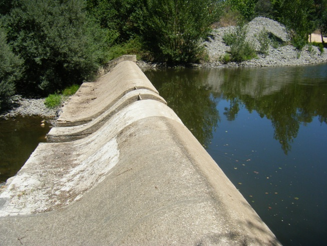 Limite da água da Ribeira da Isna baixo