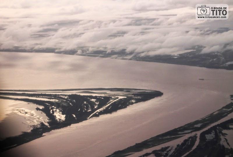 Visão aérea do rio Amazonas, em Santarém, no Pará, na Amazônia
