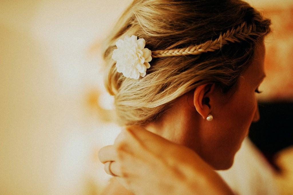 Bröllop | hår | uppsättning | blomma
