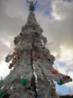 Arboles de Navidad con Bolsas de Plastico Recicladas