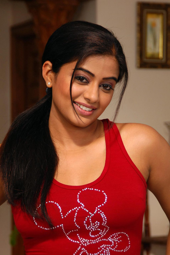 Sexy Actress Priyamani Photos