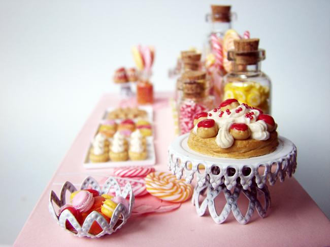 http://4.bp.blogspot.com/-jMKMKq16uYA/Tlza8r9auEI/AAAAAAAABUU/hjLWNVQYt5E/s1600/DessertTable_PinkCandy_4.jpg