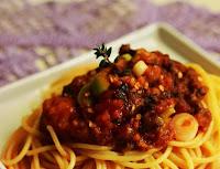 Espaguete de Arroz ao Molho de Berinjela, Tomilho e Alho-Poró (vegana)