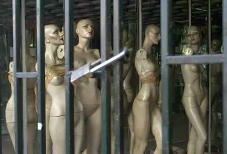 Δεν ενοχλεί το γυμνό, αλλά η βία της πορνικής εικόνας, ως υπόσχεση ανταλλαγής