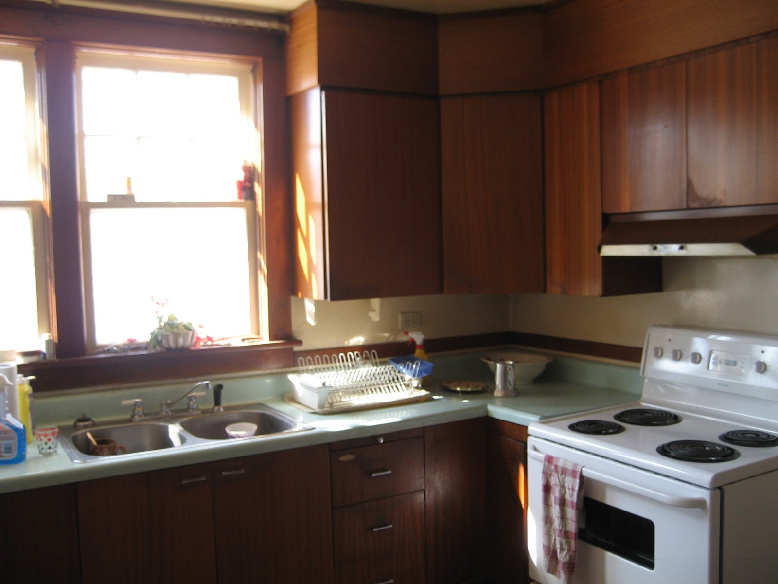 Old Looking Kitchen Cabinets How To Make Old Kitchen Cabinets Look New Again