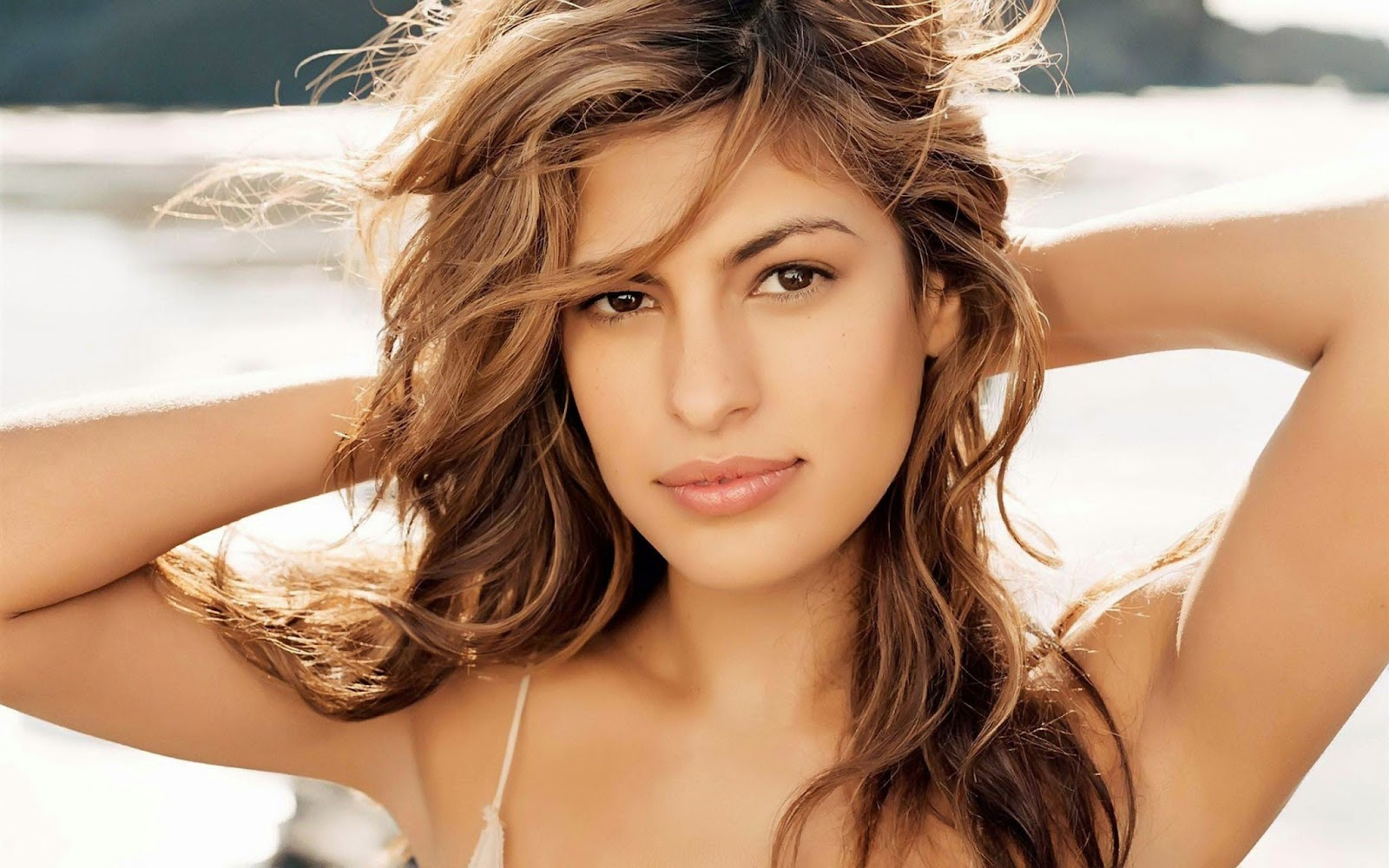 Eva mendes widescreen wallpaper at beach
