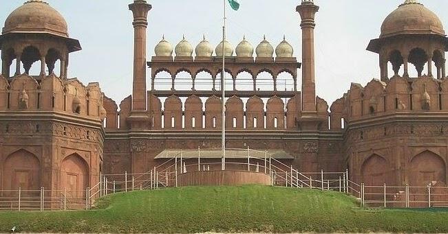 essay on red fort delhi
