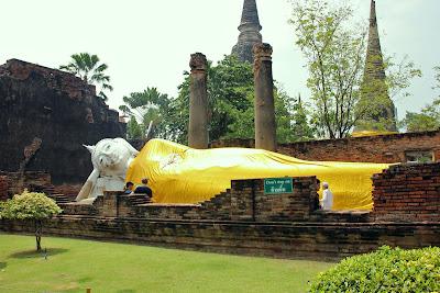 Bouddha couché à Ayutthaya en Thaïlande