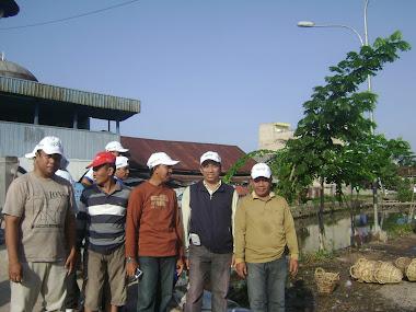 Bersama Warga, Dewan Kelurahan (DK) pak RWdan para Kasi Kelurahan