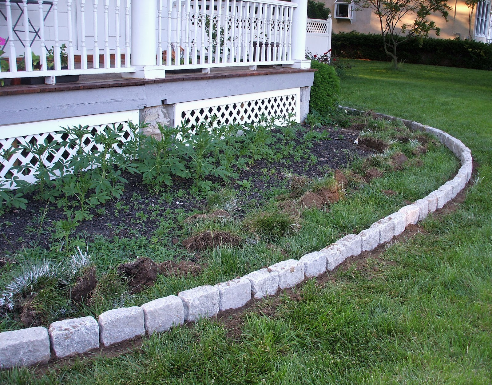 Suburban Gardeness Front Flower Bed Border