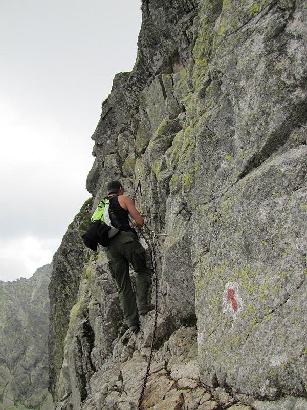 Początek wspinaczki po północnej ścianie Zamarłej Turni.