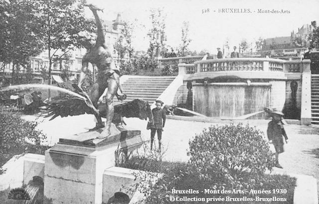Monts des Arts - Bruxelles disparu - Esplanade supérieur du Mont des Arts - Vue vers l'esplanade supérieure (vers la place Royale) à partir du haut des cascades - Bruxelles-Bruxellons