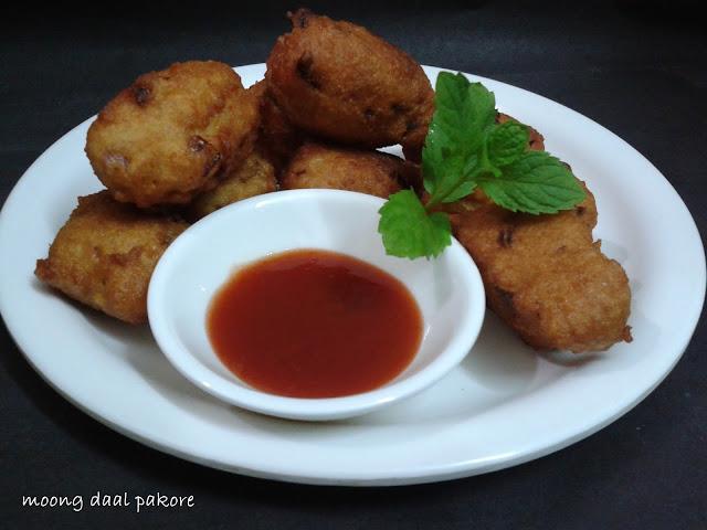 http://www.paakvidhi.com/2015/11/moong-daal-pakore.html