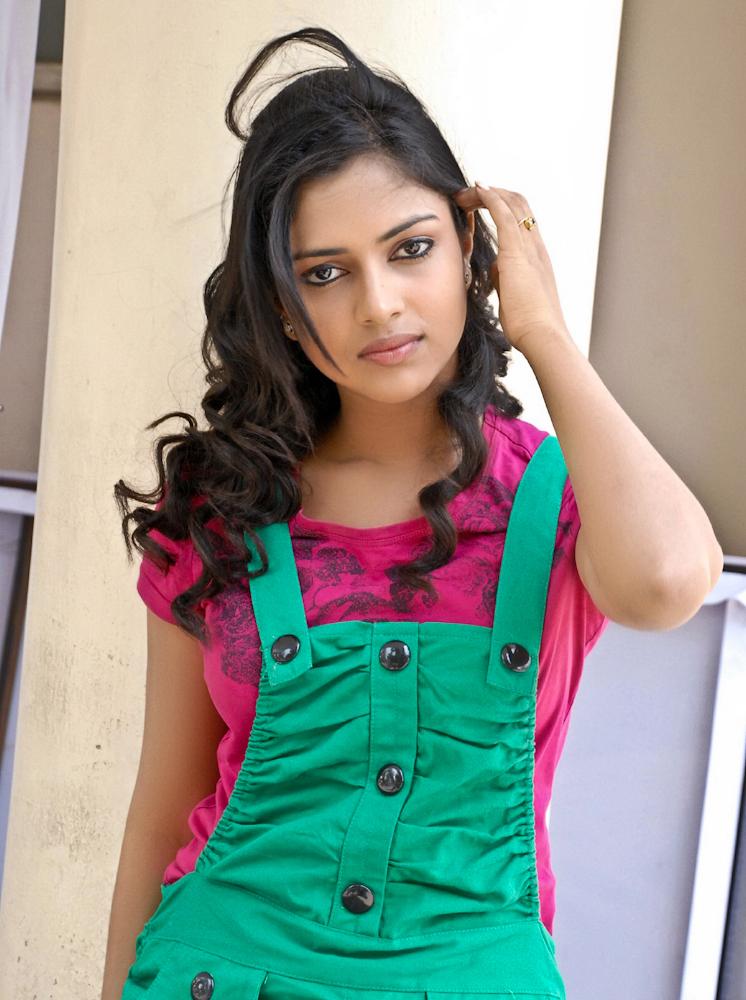 Cute amala stills cute look